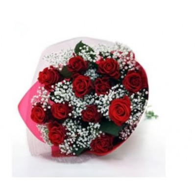 R42 12 Red Rose Bouquet